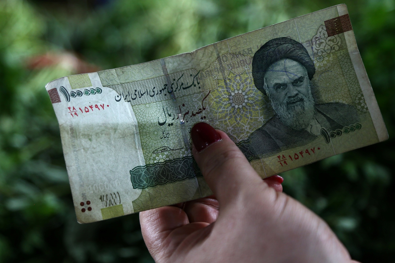 المركزي الإيراني يحذر من المضاربة بالنقد الأجنبي