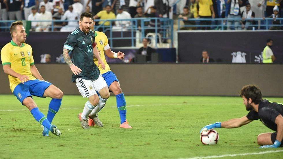 بالفيديو.. الأرجنتين تهزم البرازيل في