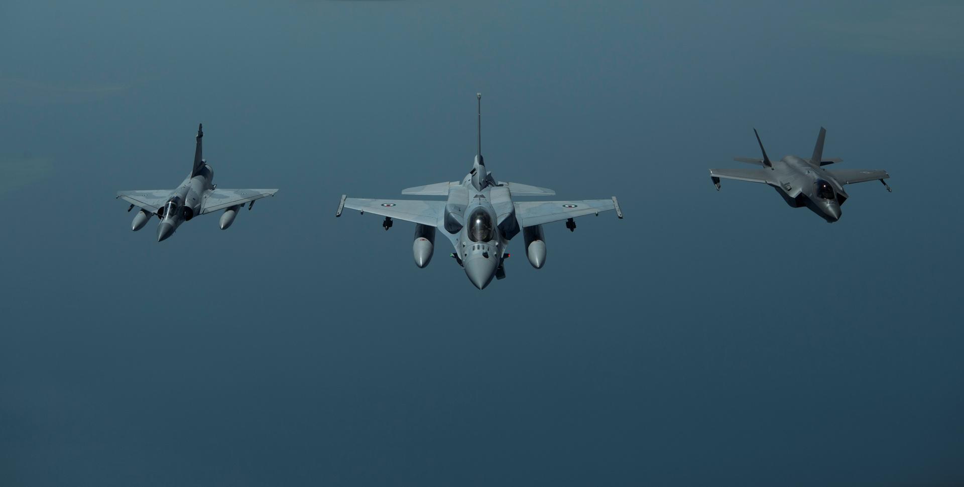 مقاتلات تابعة لسلاح الجو الإماراتي - أرشيف