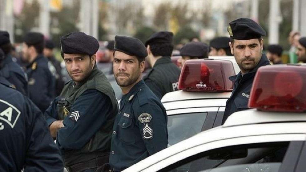 أفراد من الشرطة الإيرانية