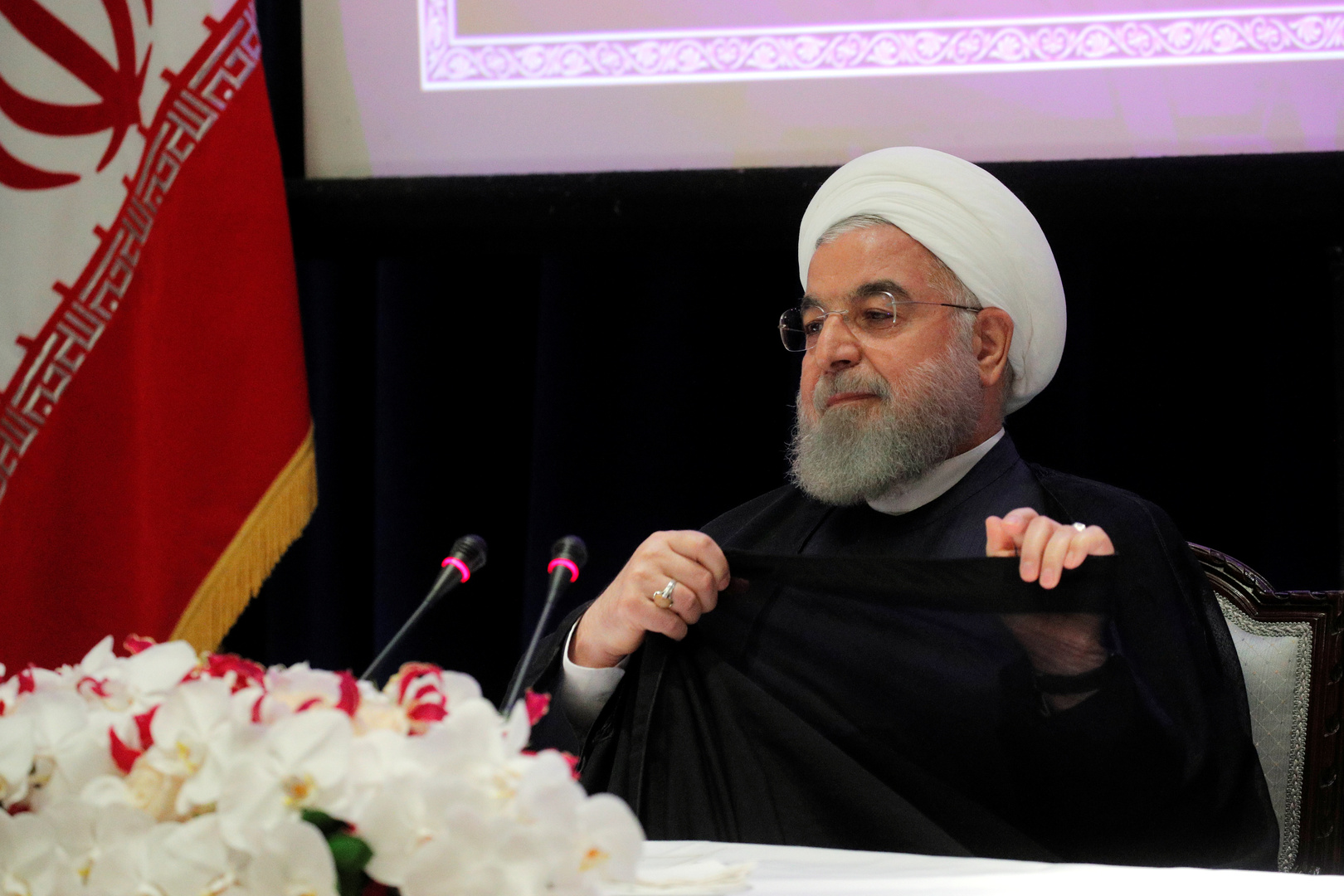 البرلمان الإيراني يطالب باستجواب روحاني على خلفية الوضع الاقتصادي في البلاد