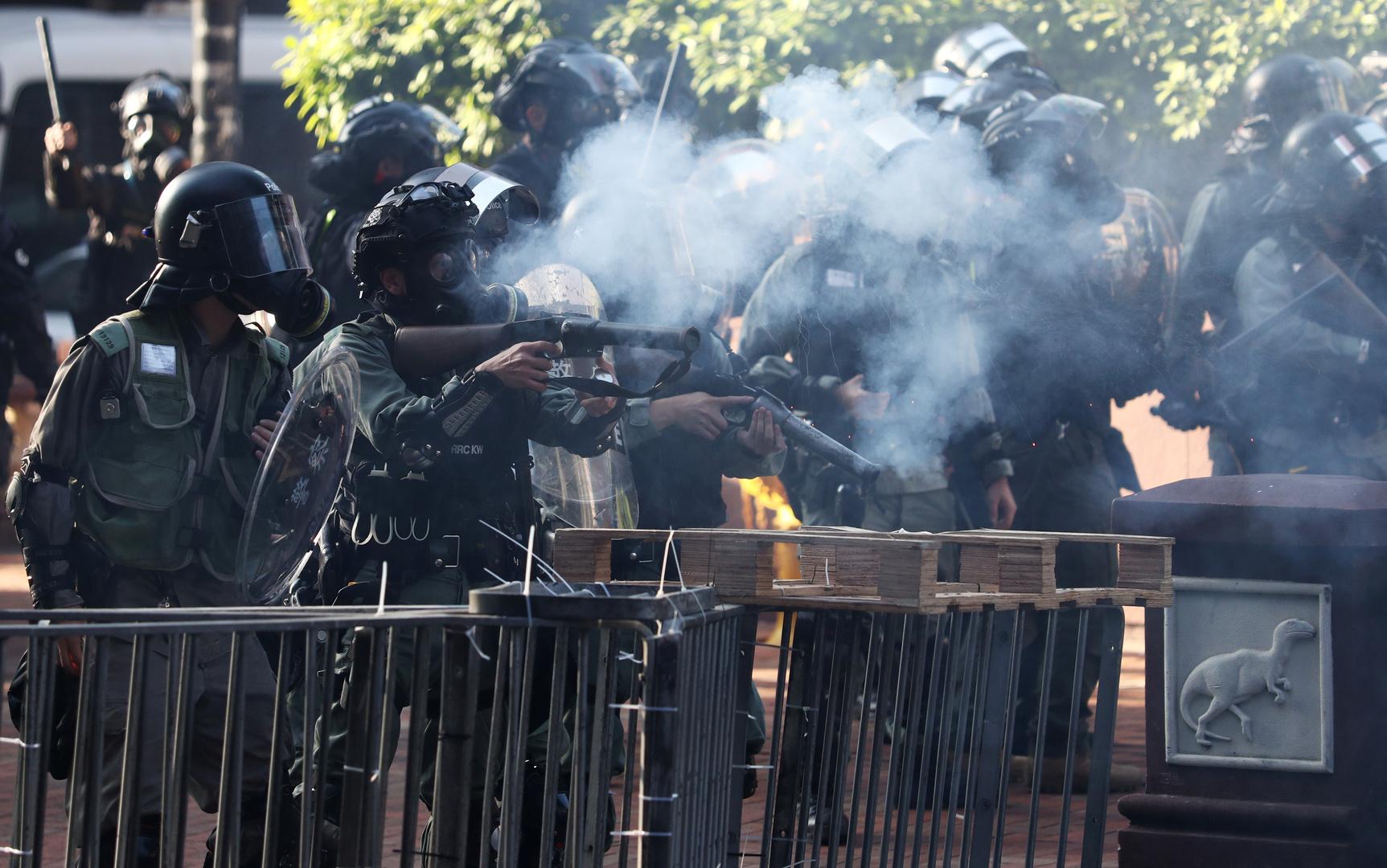 سلطات هونغ كونغ تهدد باستخدام الرصاص الحي ضد
