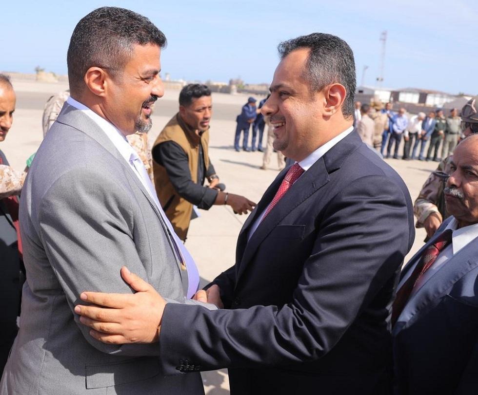لحظة وصول رئيس الوزراء اليمني إلى عدن