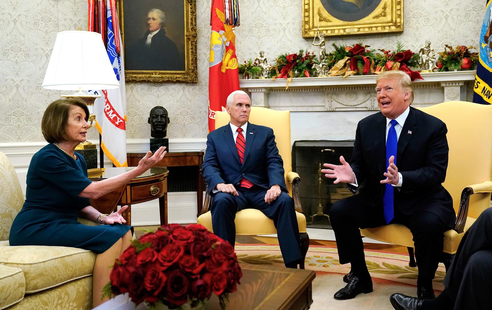 لقاء جمع دونالد  ترامب بنانسي بيلوسي في البيت الأبيض