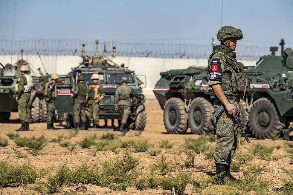 الشرطة العسكرية الروسية شمال شرق محافظة الحسكة على طول الحدود السورية التركية في 11 نوفمبر 2019