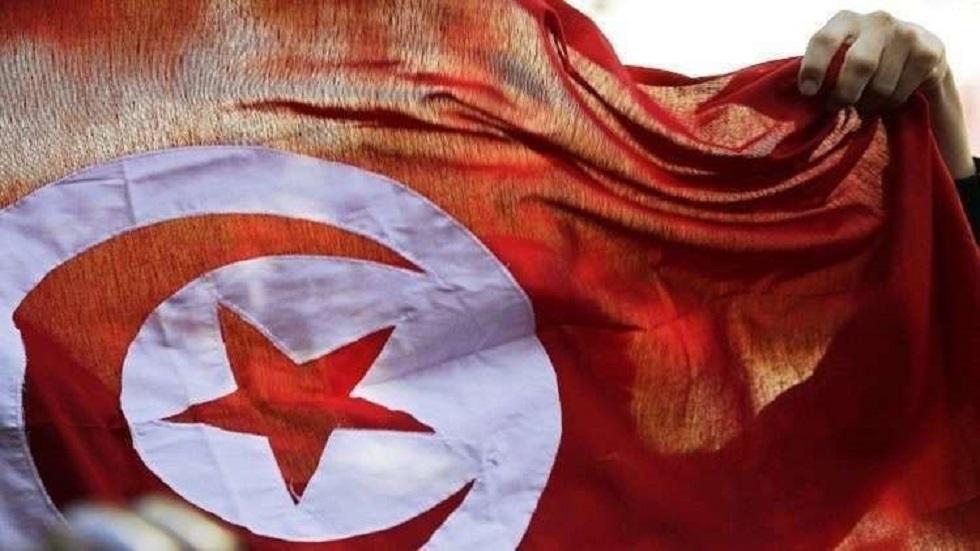 تونس.. صحفية تمنع نائبا من رفع شعار