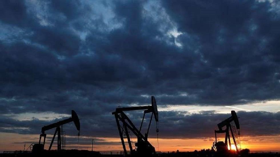 هبوط أسعار النفط بفعل مخاوف تخمة المعروض ومحادثات التجارة