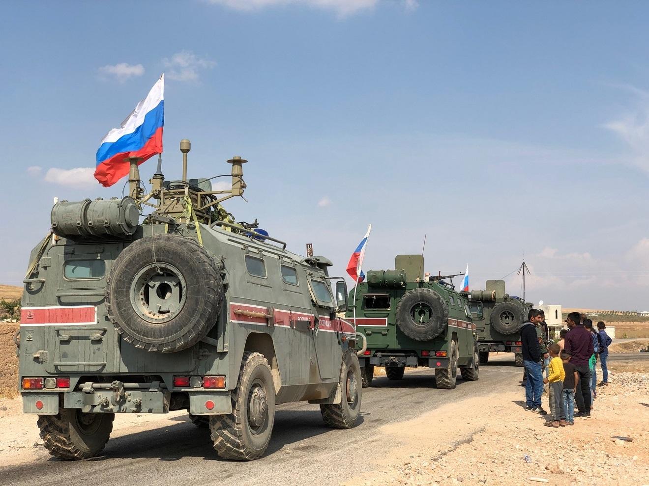 الشرطة العسكرية الروسية تسير دوريتين في حلب والرقة
