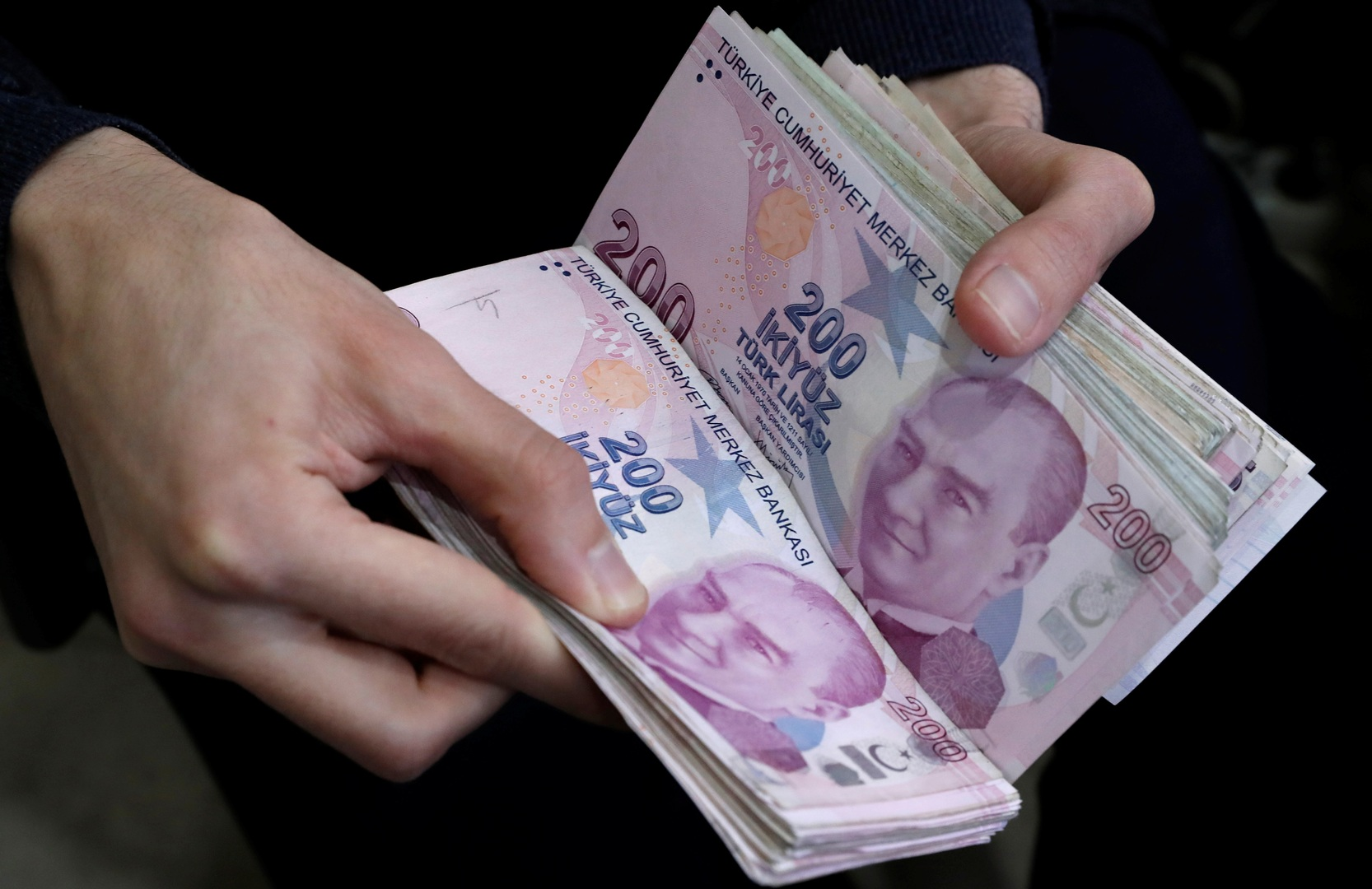 تركيا ترفد اقتصادها بعملة جديدة