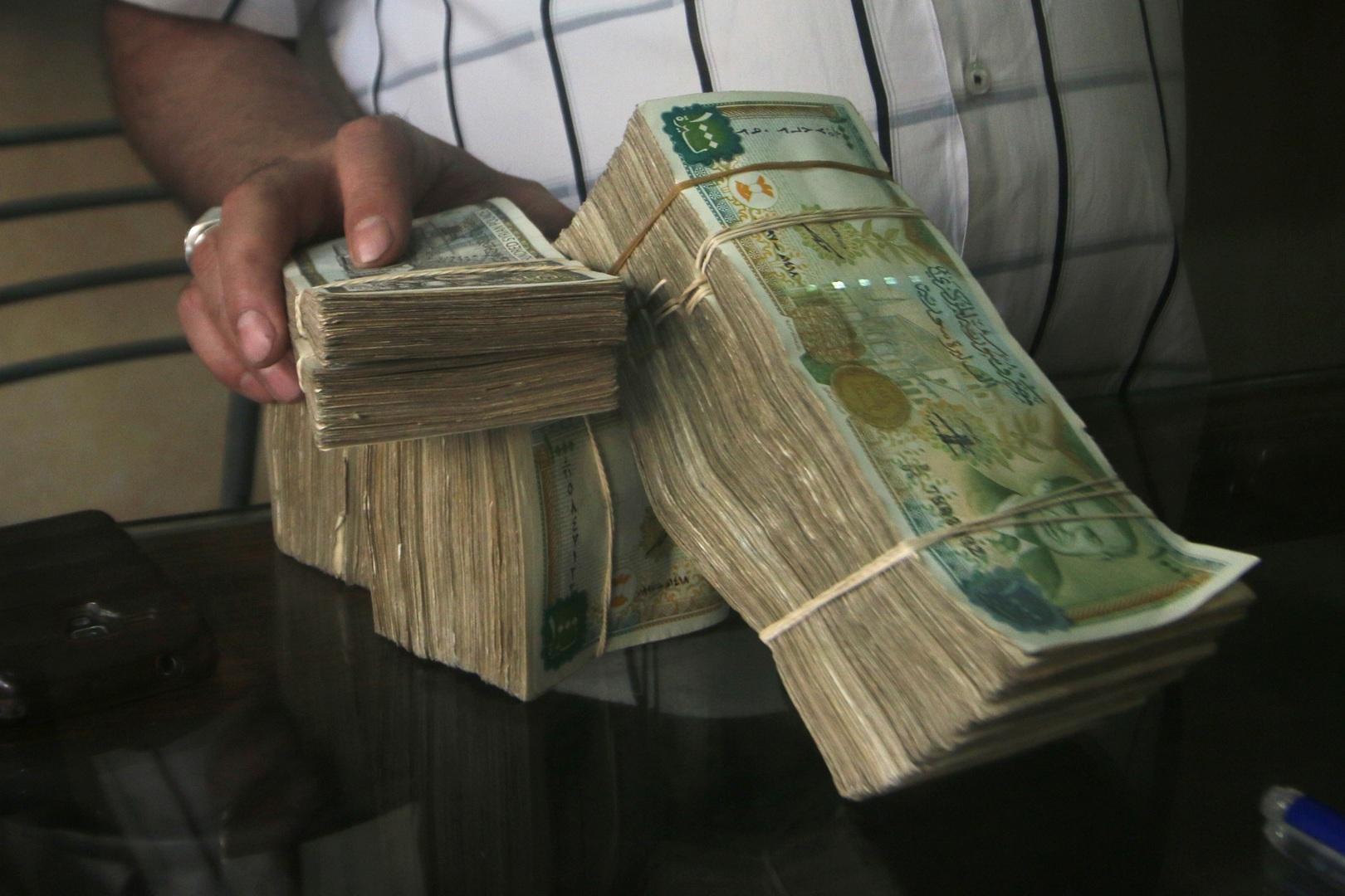 سوريا.. الدولار عند مستويات قياسية جديدة -