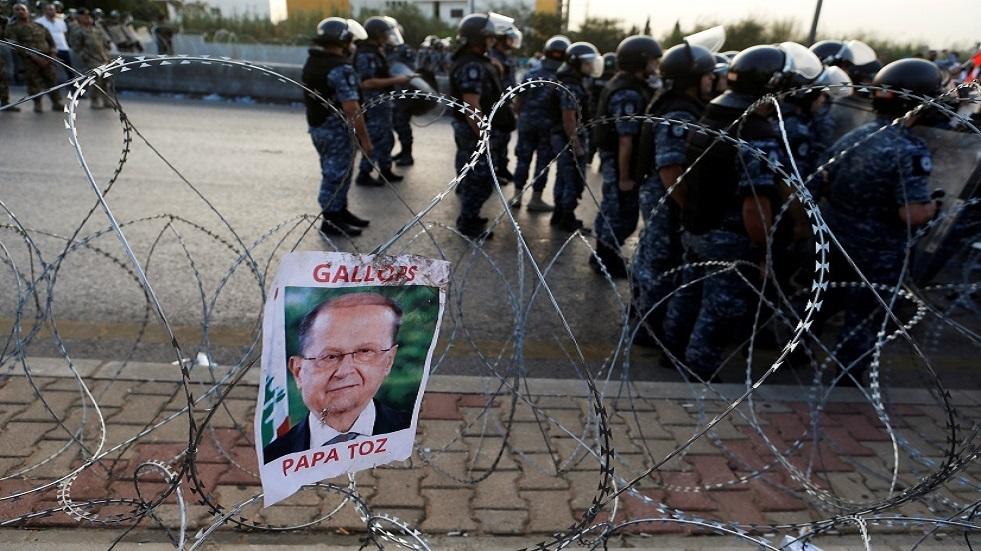 صورة للرئيس اللبناني ميشال عون خلال تظاهرات بيروت - أرشيف