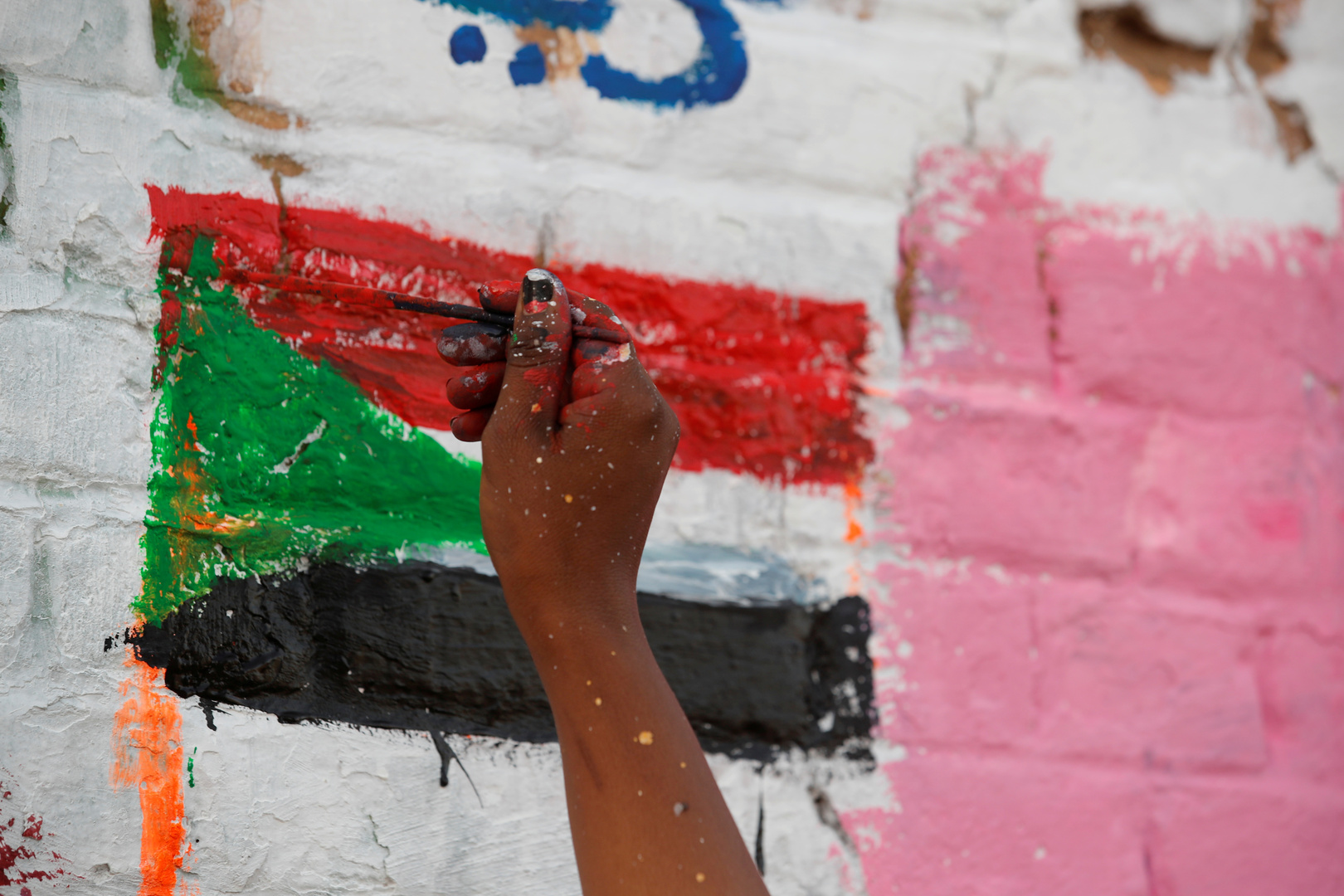 البرهان يشيد بدعم الإمارات لـ