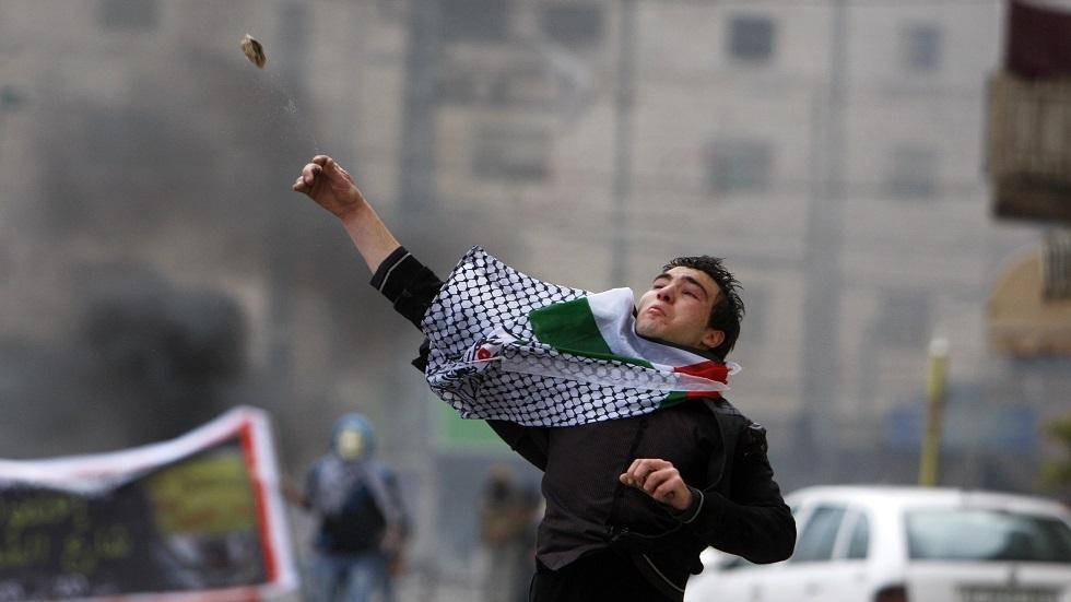 إصابة 8 فلسطينيين جراء مهاجمتهم من قبل المستوطنين في الخليل