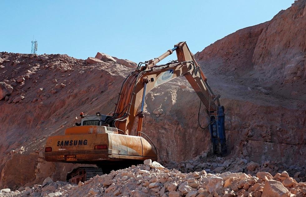 بناء طريق قي سيناء - أرشيف