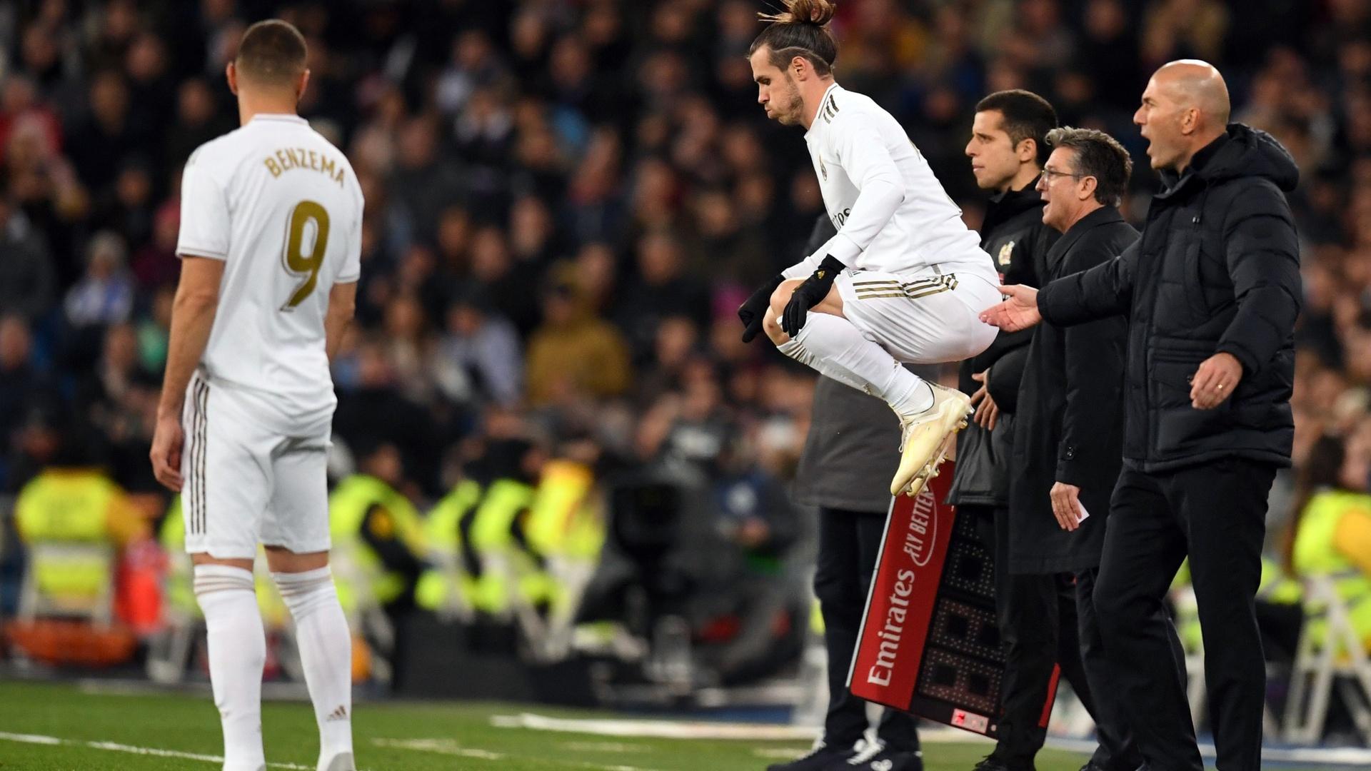 شاهد.. استقبال جماهير ريال مدريد الغاضبة لنجم الفريق