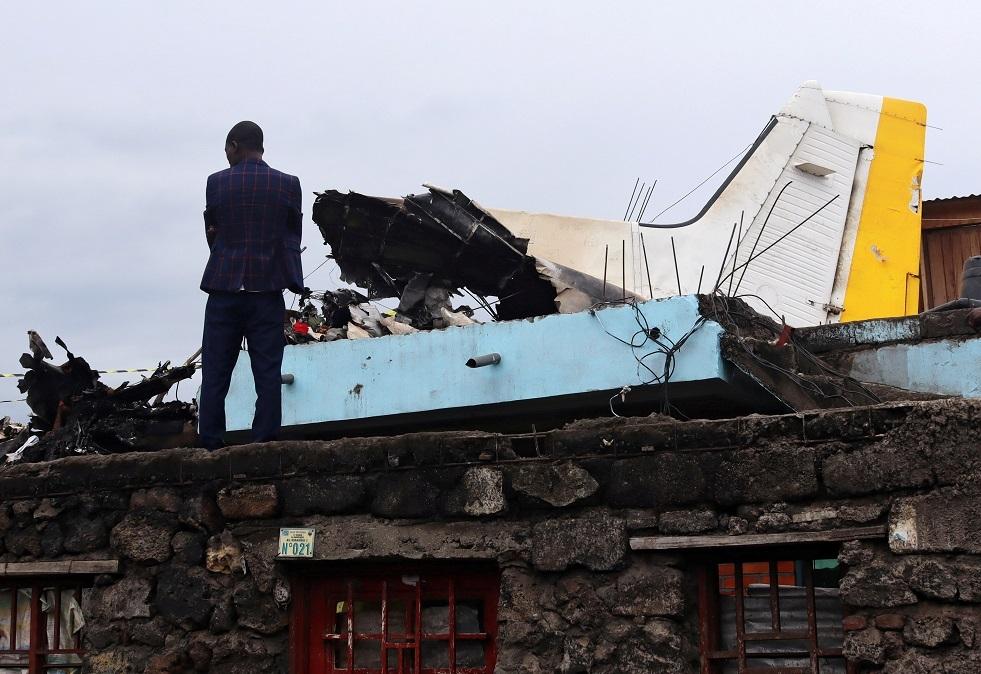 بقايا الطائرة التي وقعت على حي سكني في جمهورية الكونغو الديمقراطية