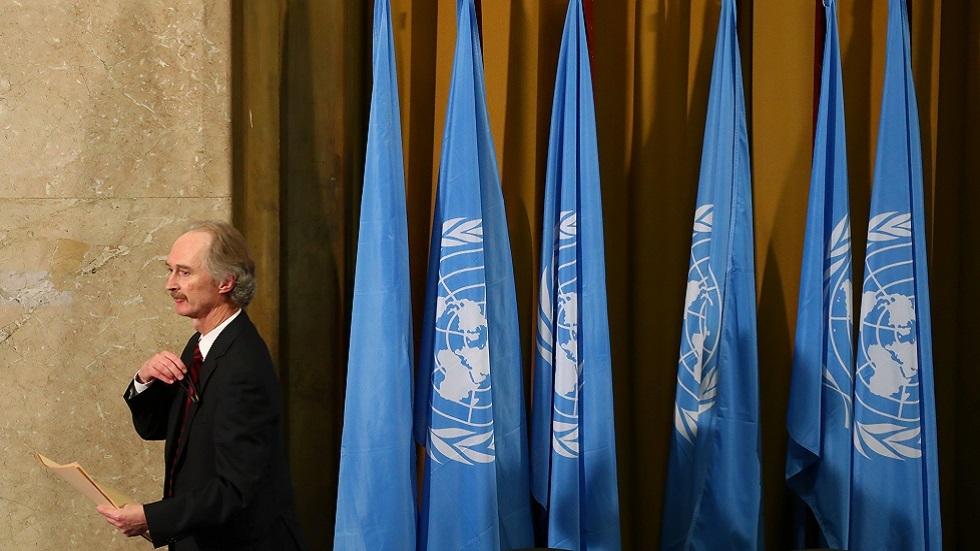 المبعوث الأممي الخاص إلى سوريا غير بيدرسن يغادر قاعة الاجتماعات في ختام الجلسة الأولى للجنة الدستورية السورية في جنيف في 30 أكتوبر 2019