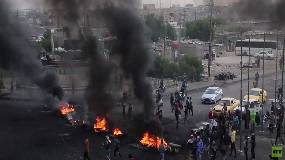 المحتجون يغلقون الطرق الرئيسة في البصرة