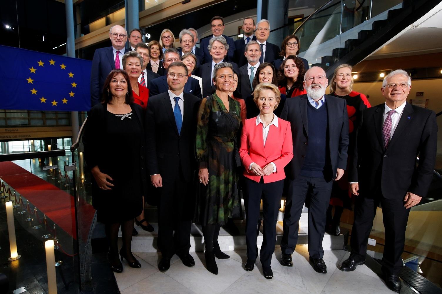 الرئيسة الجديدة للمفوضية الأوروبية، أورسولا فون دير لاين، وأعضاء فريقها