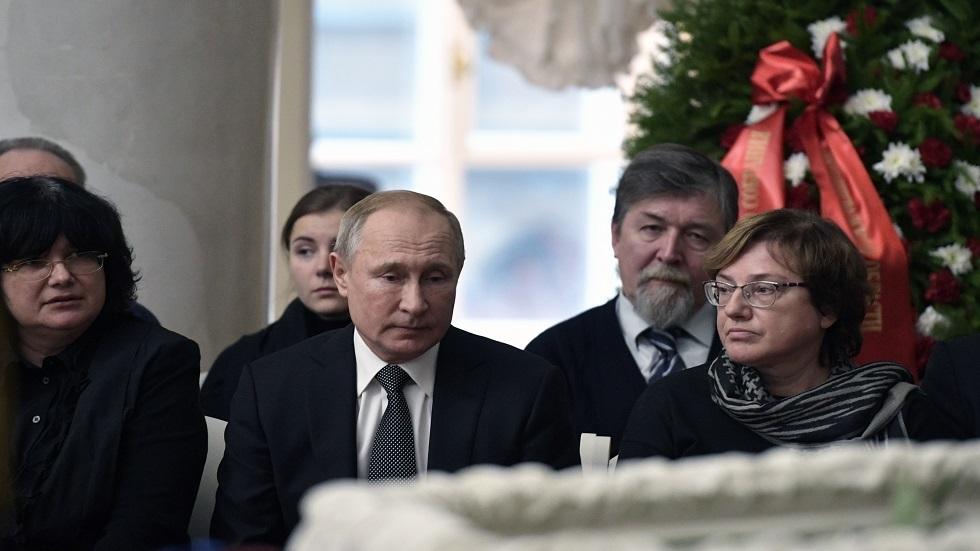 الرئيس الروسي أثناء حضوره مراسم الجنازة