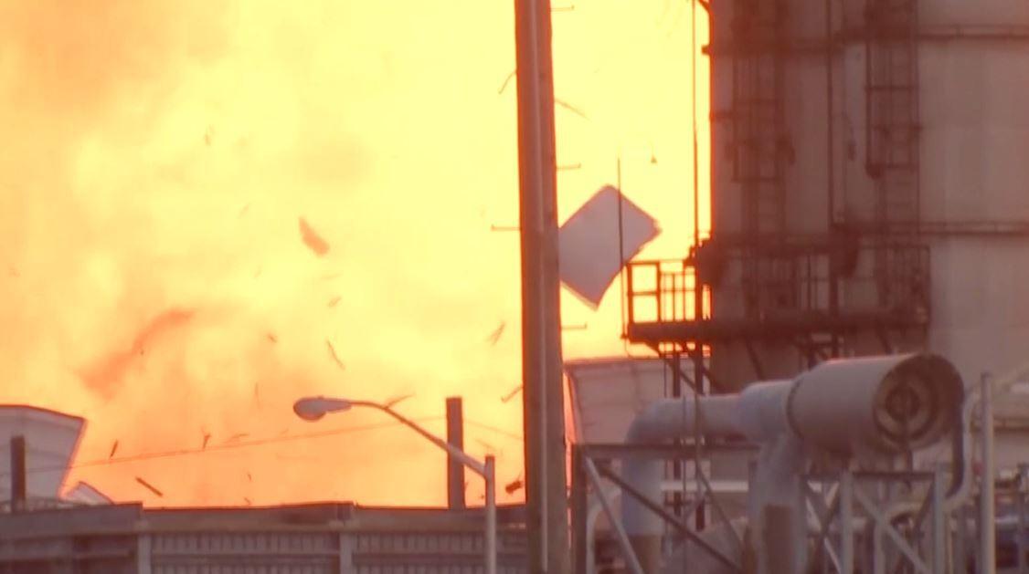 لحظة انفجار جديد هز مصنعا كيميائيا في تكساس