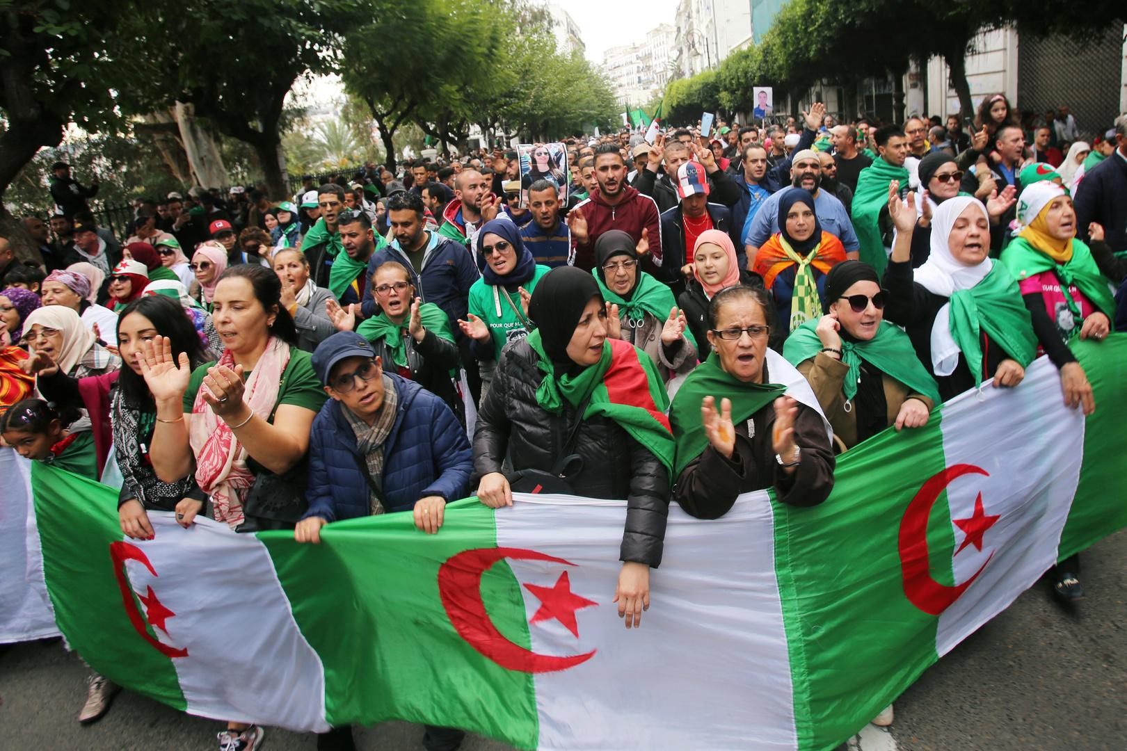 أول محاكمة علنية لمسؤولين ورجال أعمال في الجزائر