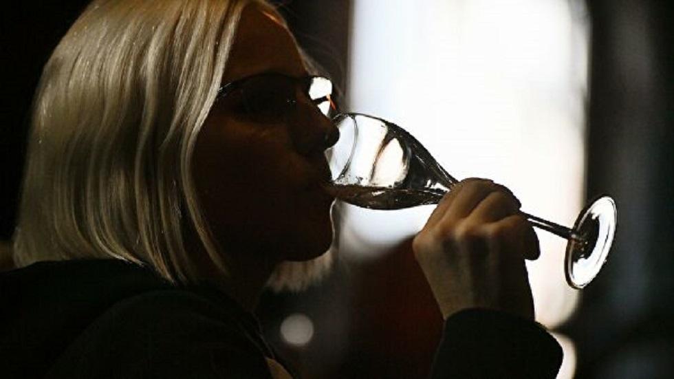 تحديد جرعة الكحول الآمنة للرجال والنساء