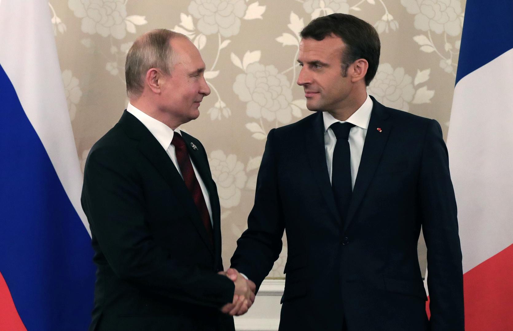 الرئيس الروسي فلاديمير بوتين ونظيره الفرنسي إيمانويل ماكرون - أرشيف
