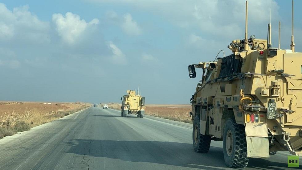 وحدة من القوات البريطانية تخرج من قاعدة قسرك شمال تل تمر باتجاه حقل العمر النفطي بدير الزور