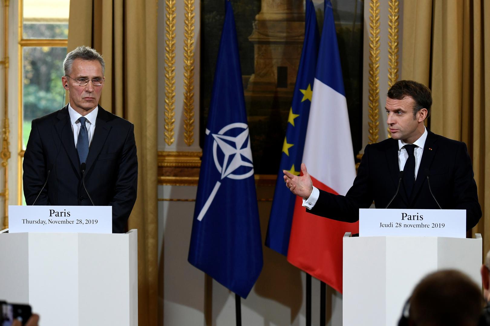 الرئيس الفرنسي، إيمانويل ماكرون، والأمين العام للناتو، ينس ستولتنبيرغ