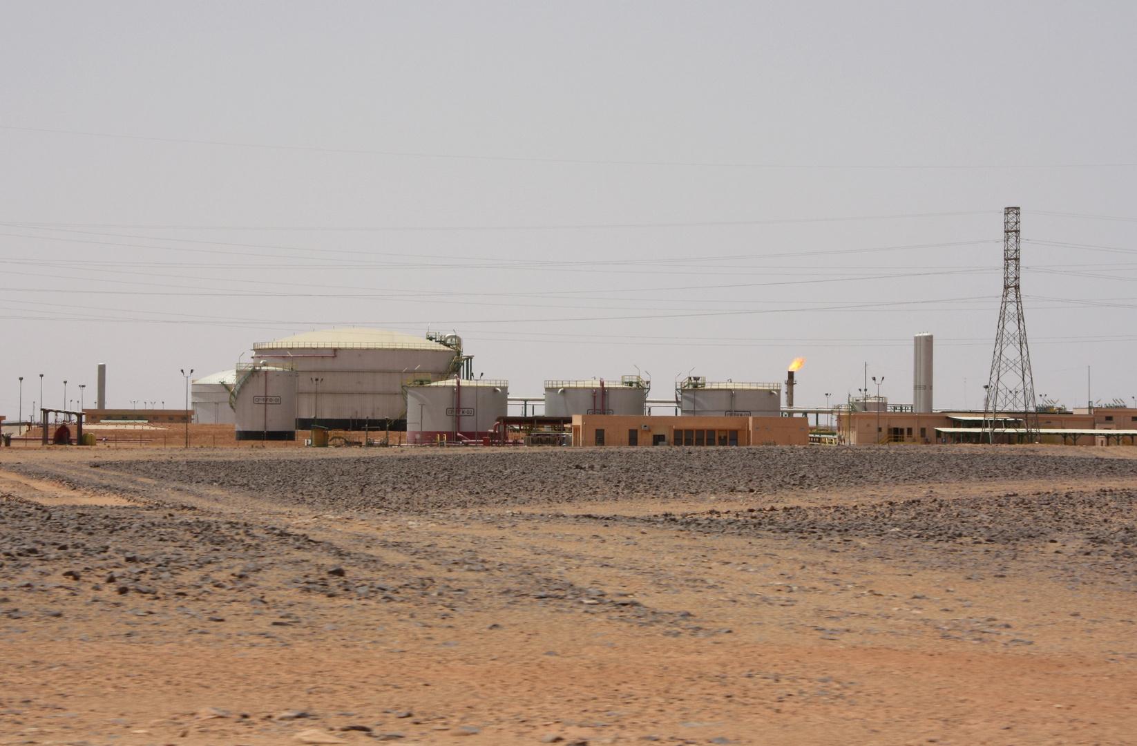 حقل الفيل النفطي قرب مدينة مرزق - أرشيف