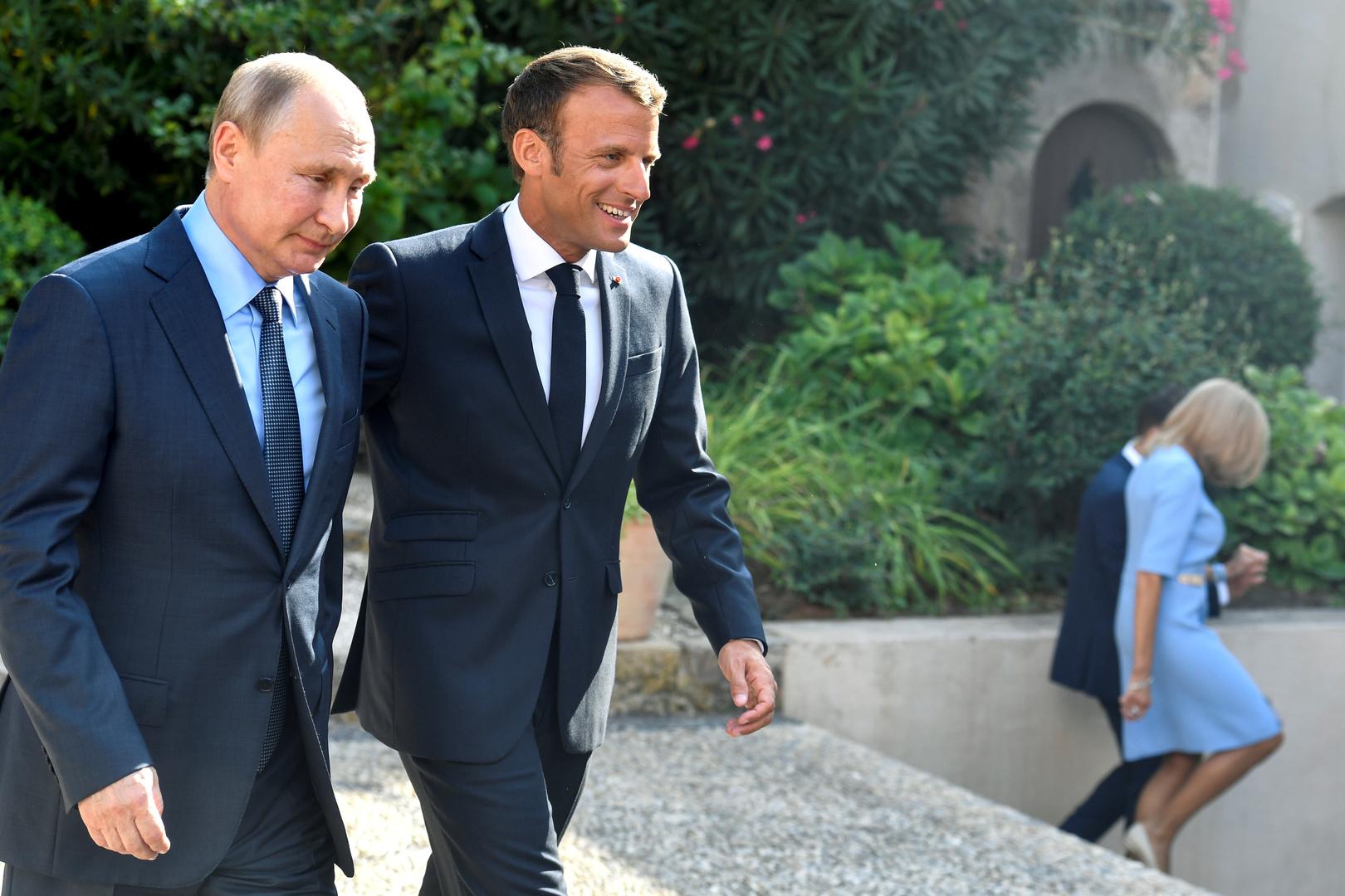 ماكرون يخطو لملاقاة بوتين.. وفي برلين يوجهون مزيدا من النقد لباريس