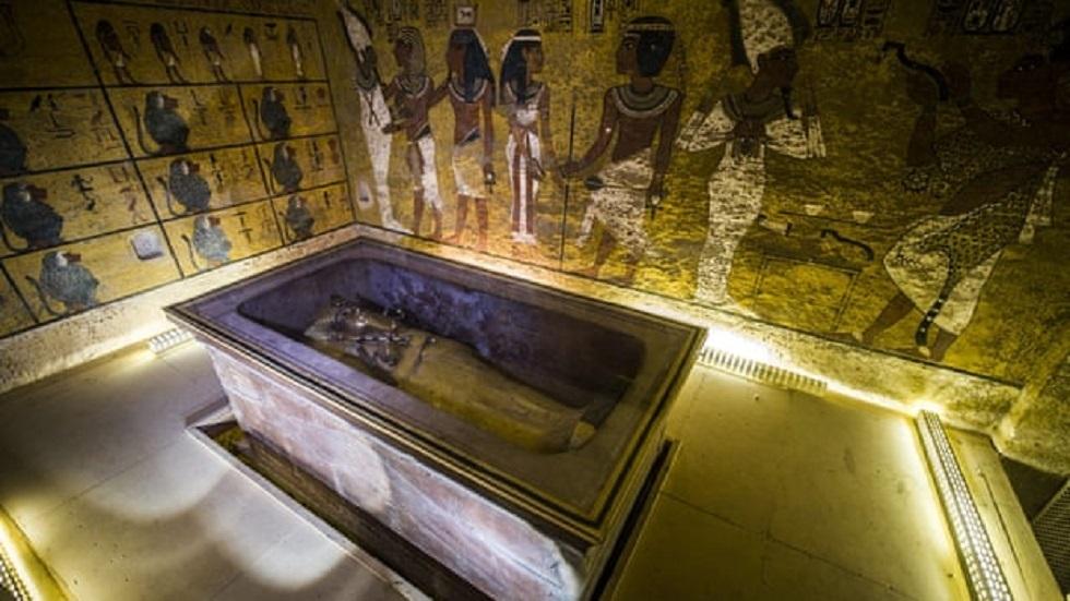 عالم آثار يثير الجدل بتصريح مريب حول دفن توت عنخ آمون!
