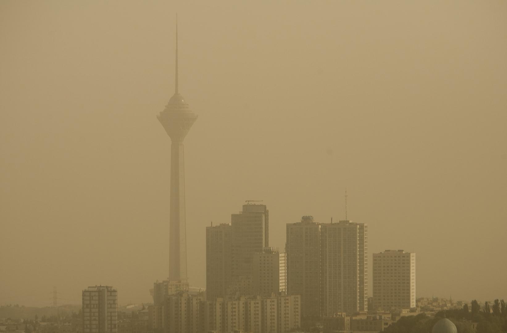 طهران تعلق الدراسة بعد بلوغ تلوث الهواء مستويات خطيرة