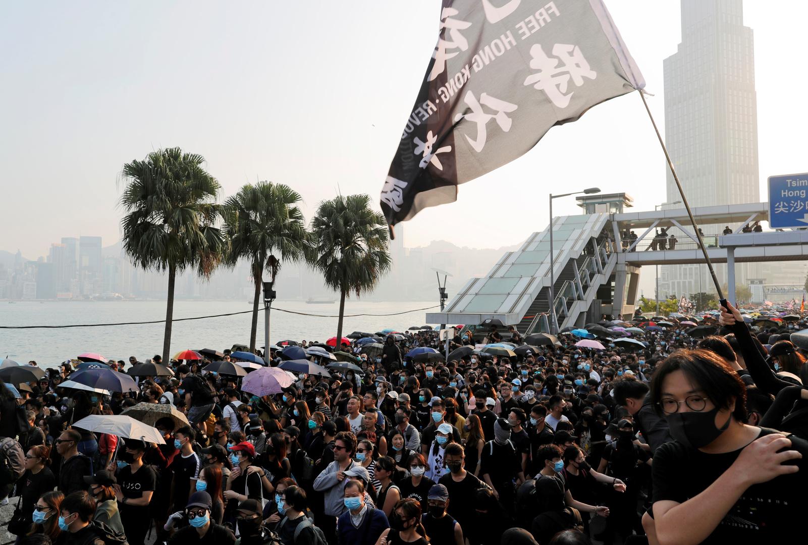 المتظاهرون في هونغ كونغ يعودون إلى الشارع بعد فترة تهدئة قصيرة