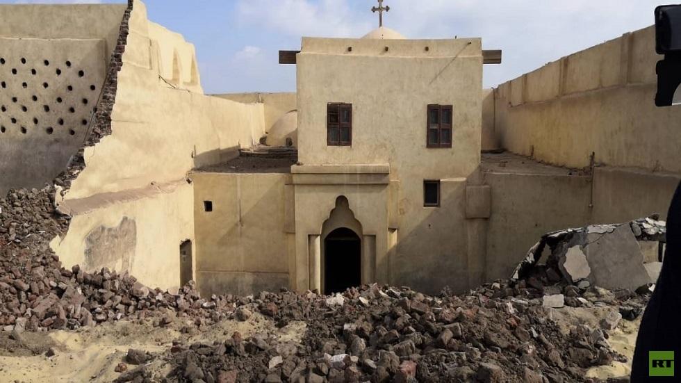 مصرع 3 أشخاص بانهيار جدار كنيسة أثرية في مصر (صور)
