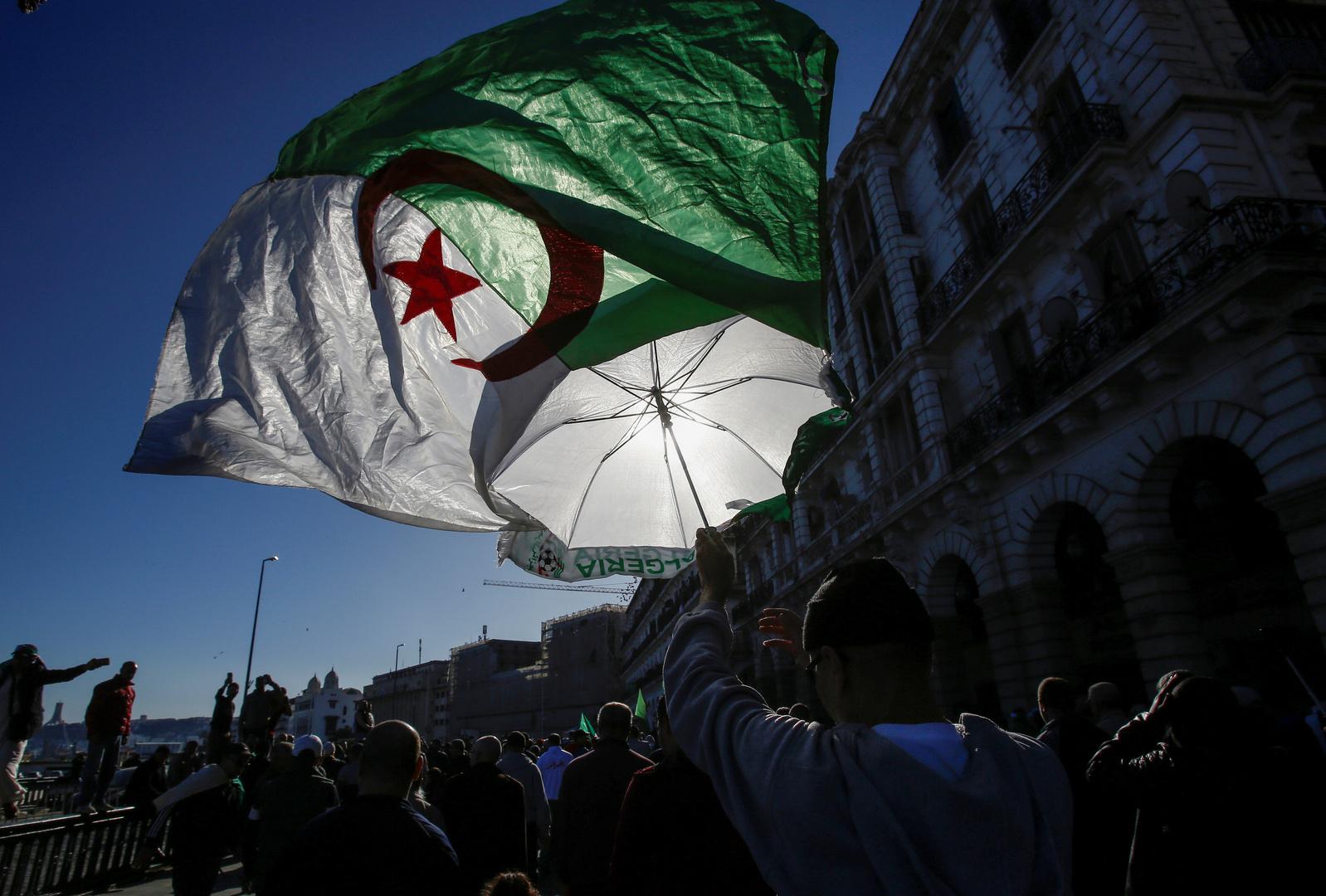 انطلاق أول محاكمة علنية لمسؤولين ورجال أعمال جزائريين