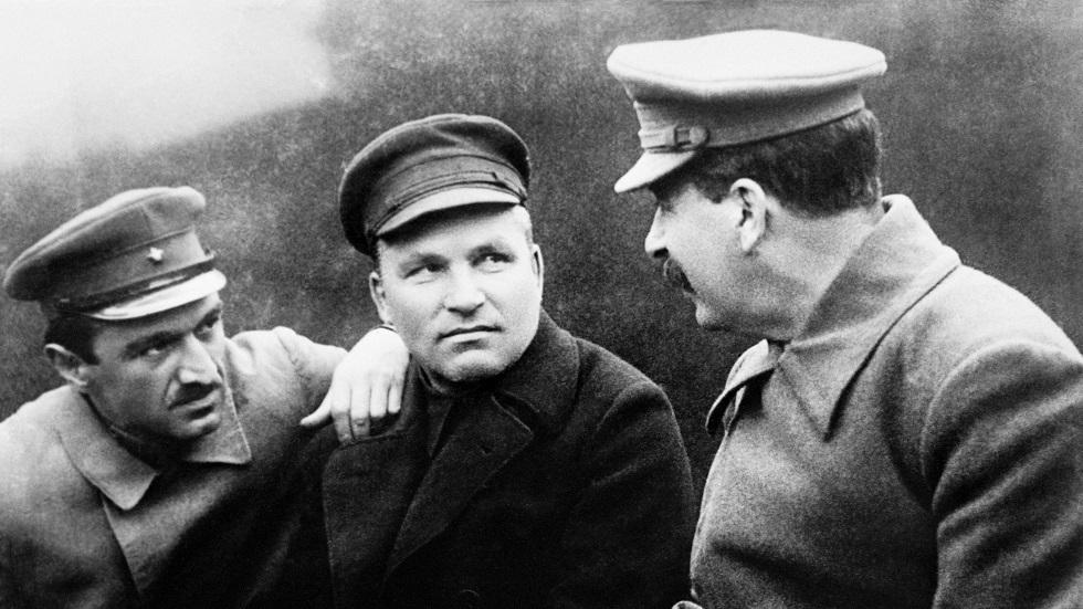 قادة الحزب والسلطة السوفيتية، من اليمين إلى اليسار/ جوزيف ستالين، سيرغي كيروف، أناستاس ميكويان