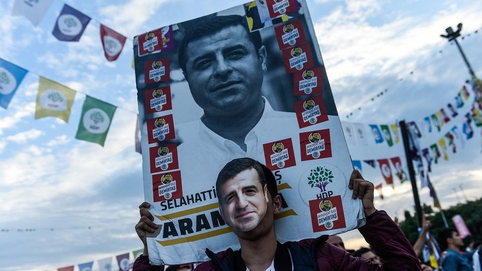 نقل سياسي تركي معارض مسجون إلى المستشفى