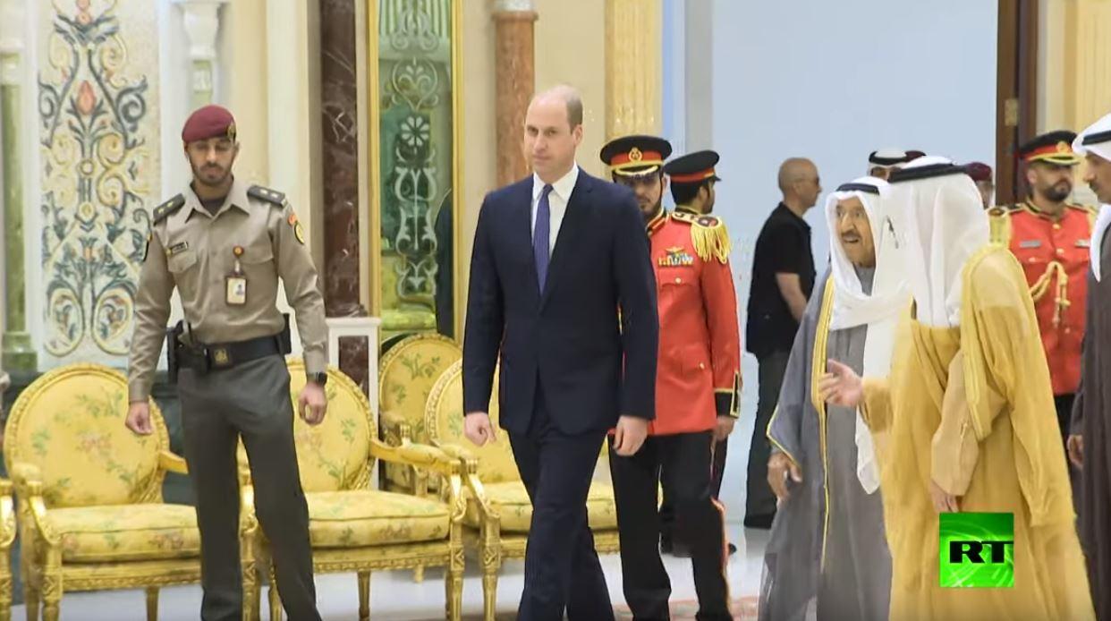 أمير الكويت يستقبل الأمير ويليام