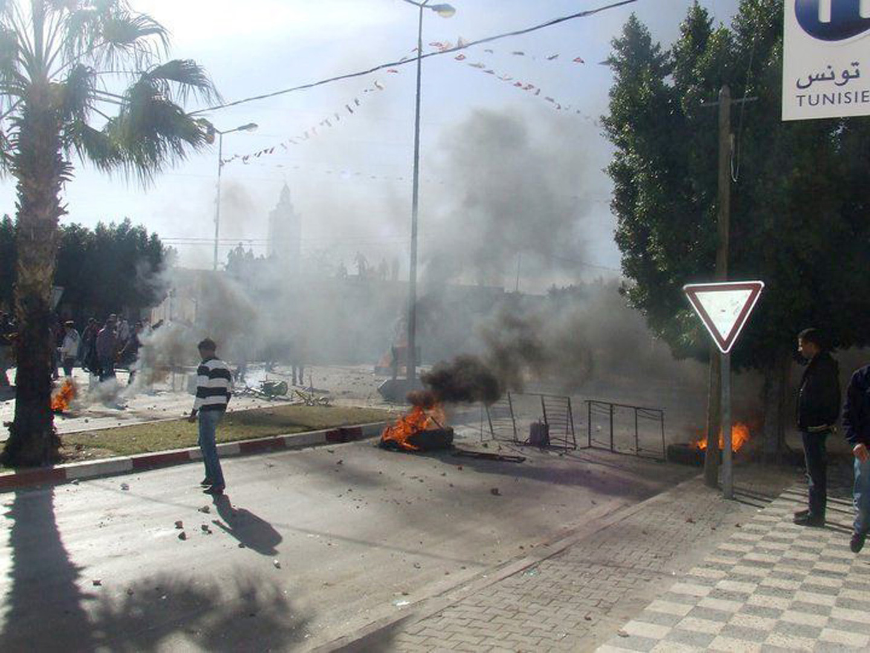 اشتباكات بين الشرطة التونسية ومحتجين على الفقر والتهميش جنوبي البلاد