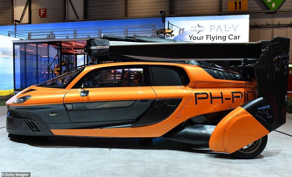 عرض أول سيارة طائرة غير مسبوقة في الولايات المتحدة (فيديو)