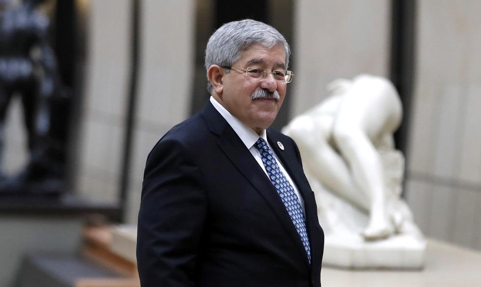 أول ظهور لرئيس حكومة جزائري أسبق داخل المحكمة (فيديو + صور)