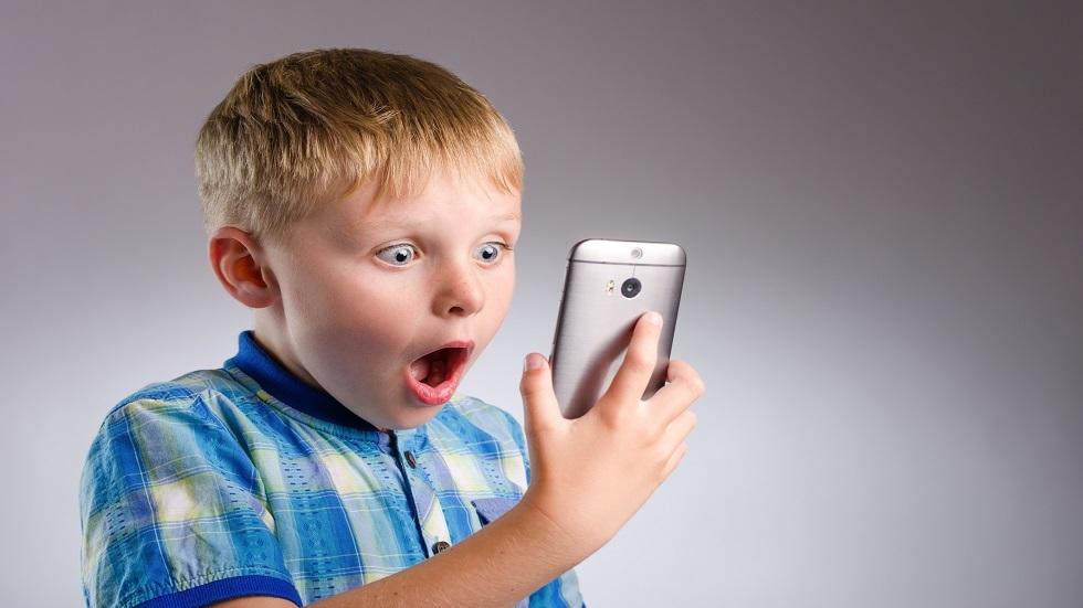 مواقع التواصل الاجتماعي تحفز مشكلة صحية غير متوقعة لدى الأطفال