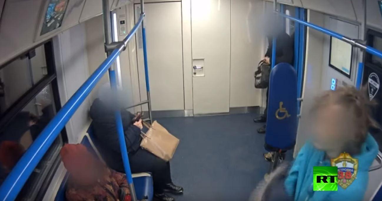 في مترو موسكو  بحثا عن أقرب مخرج