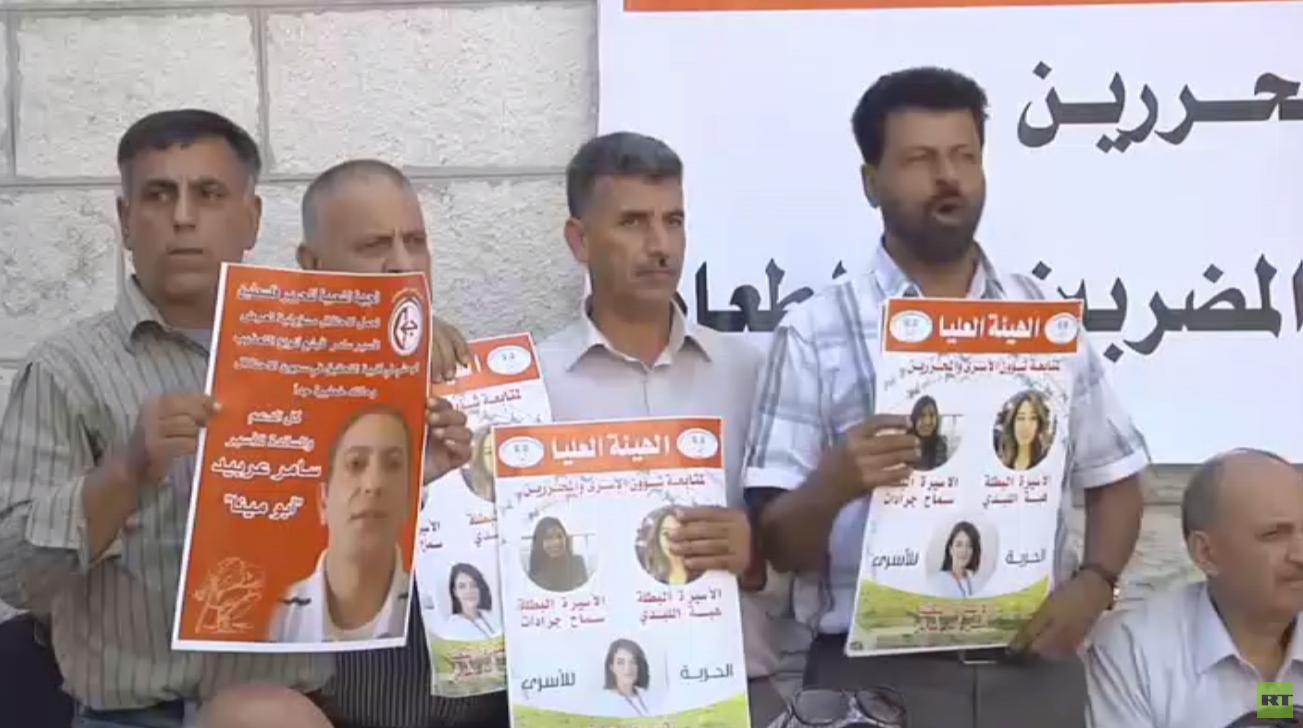 40 أسيرا فلسطينيا يضربون عن الطعام