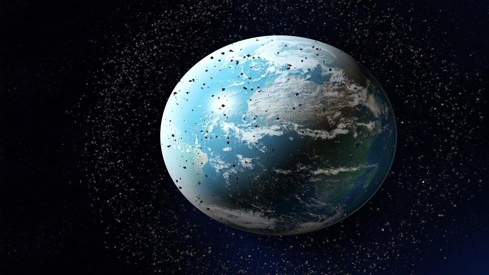 النفايات الفضائية قد تخرج عن السيطرة وتحبسنا في الأرض إلى الأبد