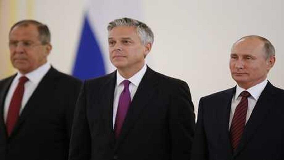 هانتسمان يقف بجانب الرئيس الروسي فلاديمير بوتين ووزير الخارجية سيرغي لافروف، موسكو - روسيا - 3 أكتوبر 2017