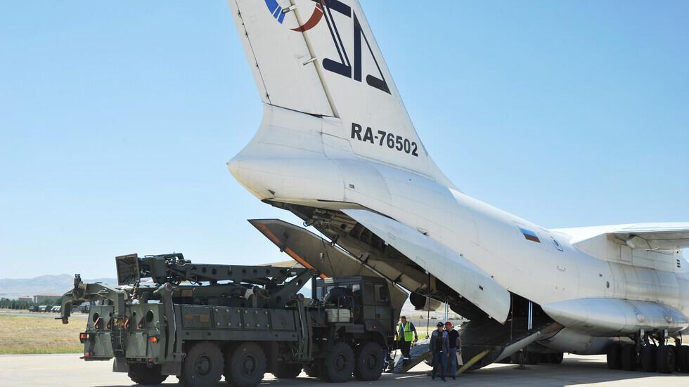 """مكونة من منظومة دفاع جوي روسية من طراز """"إس-400"""" تم تصديرها إلى تركيا"""
