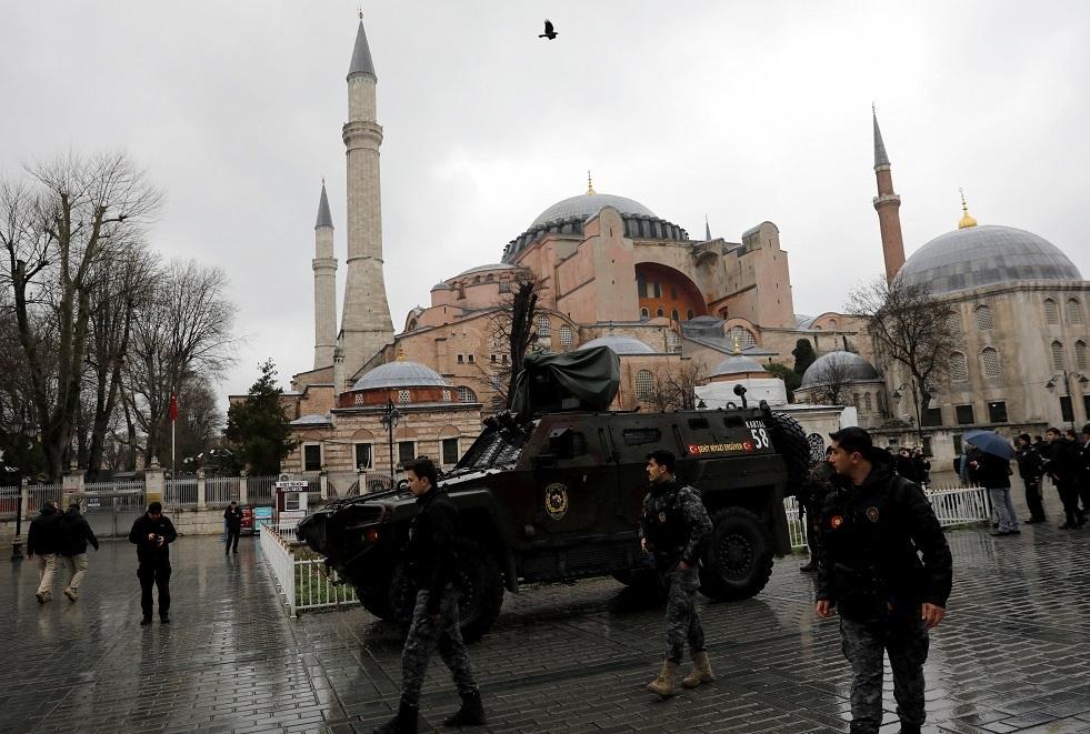 تركيا تضبط قطعا أثرية نادرة بينها أسد آشوري ومخطوطة قرآن نادرة